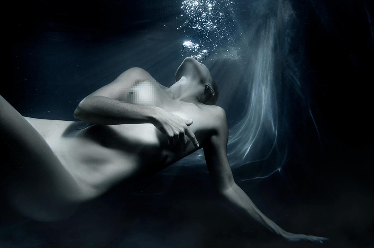 fine art underwater nude by yolandi jacobsz